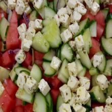 Salade de légumes, féta et pastèque (en saison)